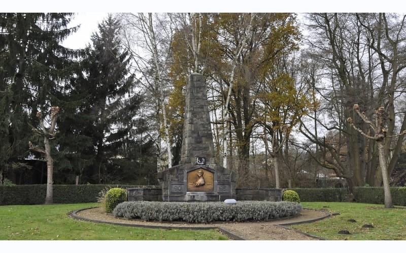 André Dumont Monument