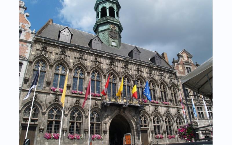 Het Stadhuis van Bergen