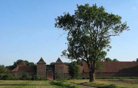 Kasteelboerderij van Rampemont in Fayt-le-Franc