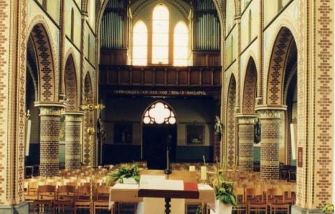 Parochiekerk Sint-Martinus met kerkhof